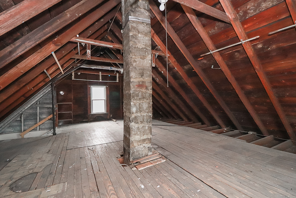 379 E 162nd <br>Cleveland, OH 44110