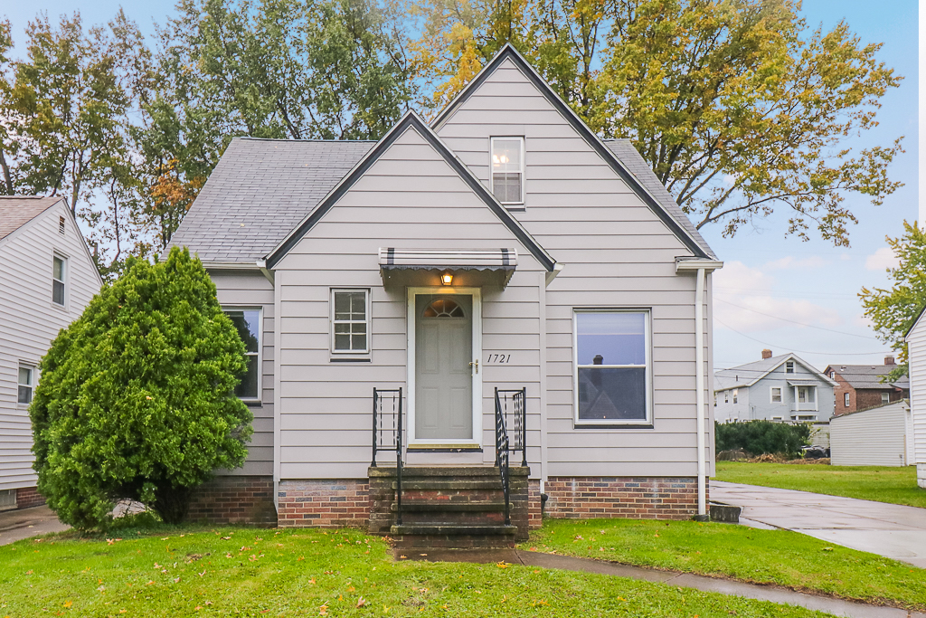1721 Tuxedo Ave</br> Parma, OH 44134