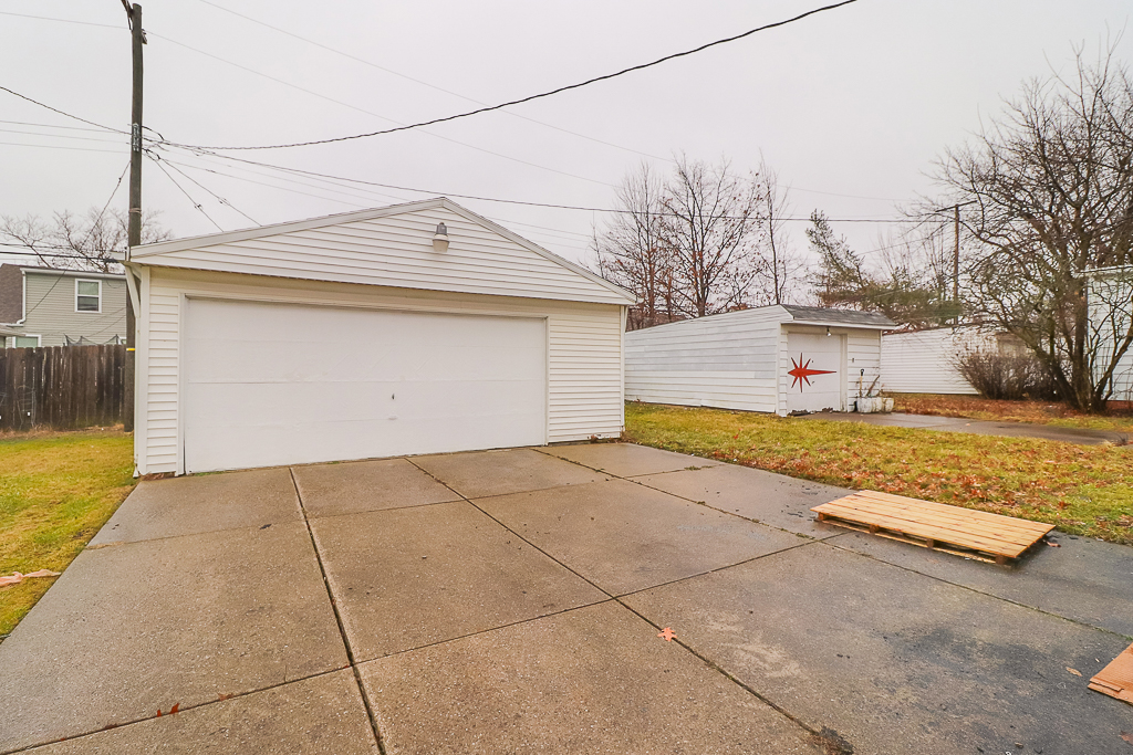 15911 Delrey Ave</br> Cleveland, OH 44128