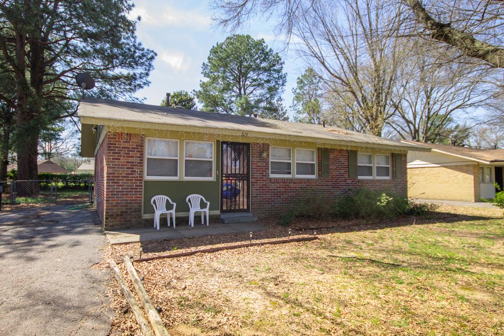 329 Stoneham Rd</br> Memphis, TN 38109