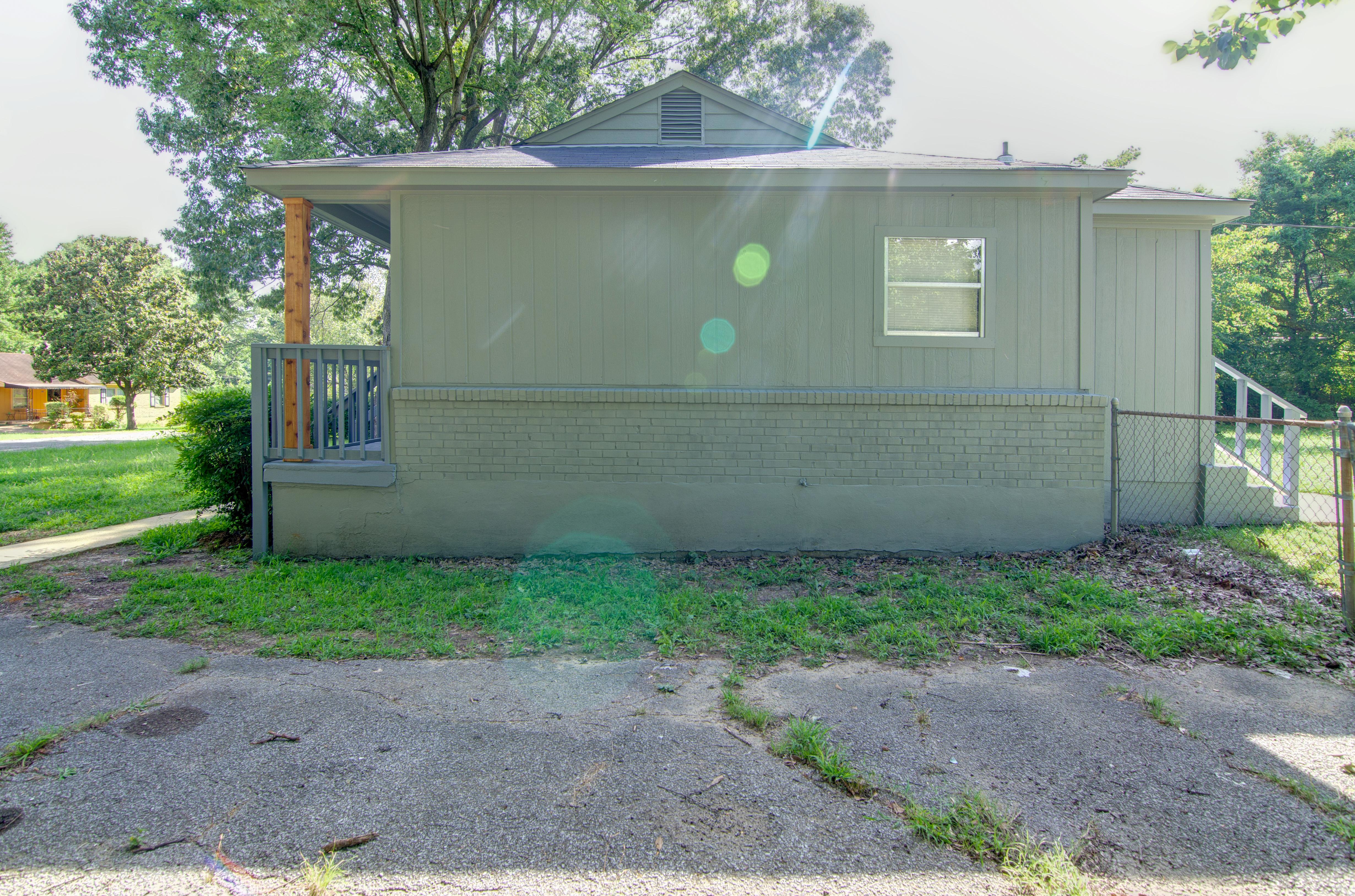 564 Bonita Dr</br> Memphis, TN 38109