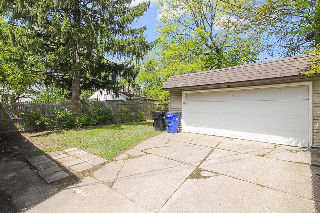 15611 Lotus Dr</br> Cleveland, OH 44128