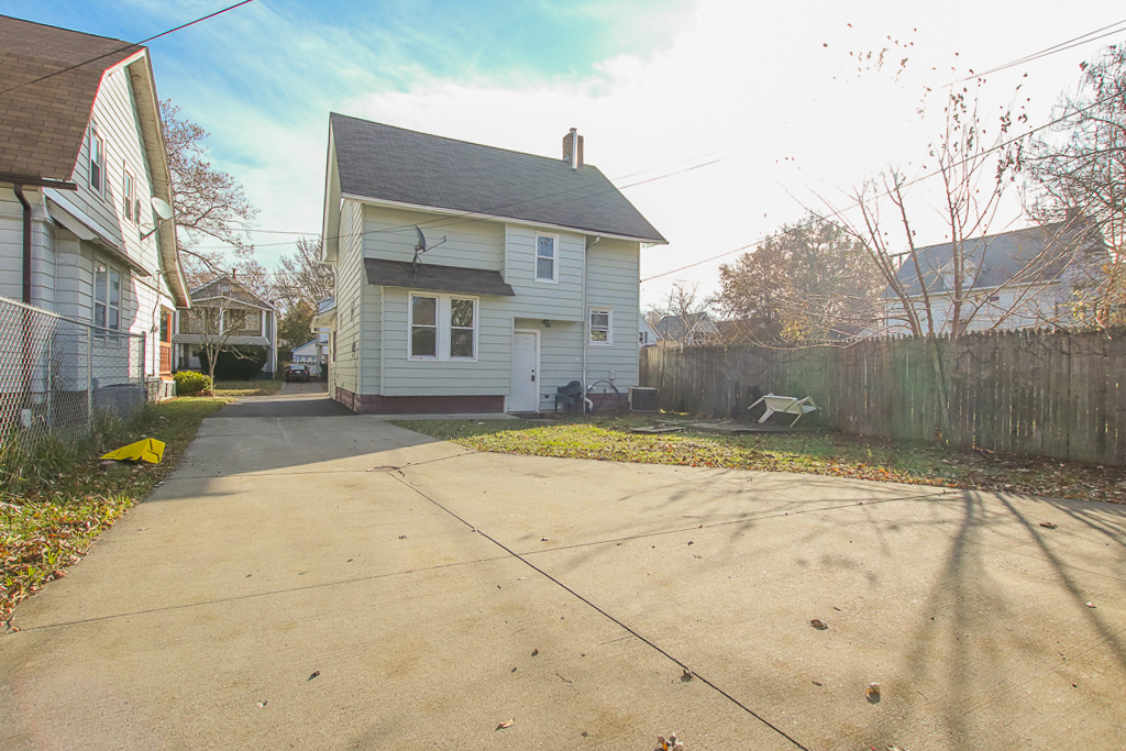 2108 W 103rd St </br> Cleveland, OH 44102