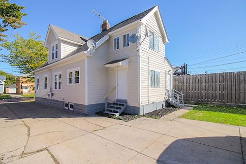 19814 Shawnee Ave </br> Cleveland, OH 44119
