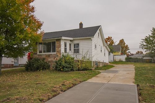 8103 Fernhill Ave</br> Parma, OH 44129
