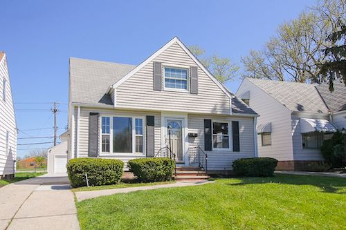 19811 Gardenview Dr</br> Maple Heights, OH 44137